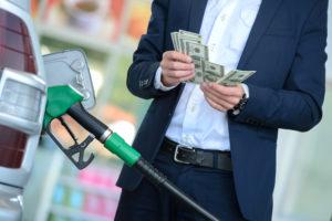 Цената на бензина: между COVID-19, международните пазари и скъпия ток